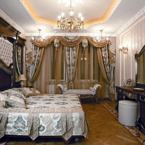 Двухуровневый потолок в классическом стиле