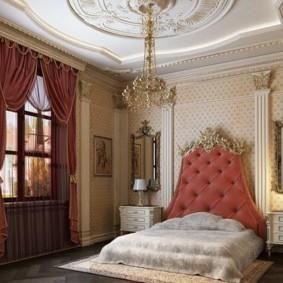 Низкая кровать с высоким изголовьем