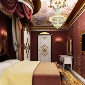 Тканевые обои на стене узкой спальни