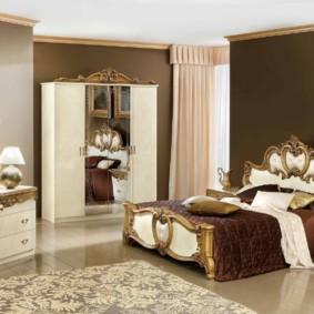 Деревянная мебель для классической спальни