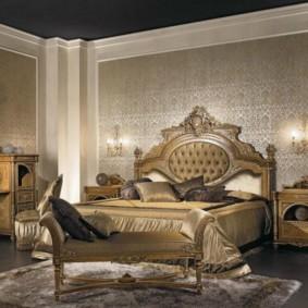 Широкая кровать с изголовьем из ореха