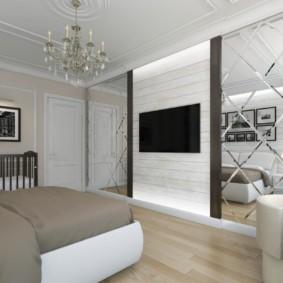Зеркальная стена в современной спальне