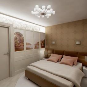 Белая люстра на ровном потолке