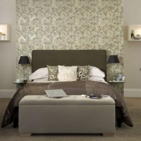 Текстиль из натуральных тканей на двухспальной кровати