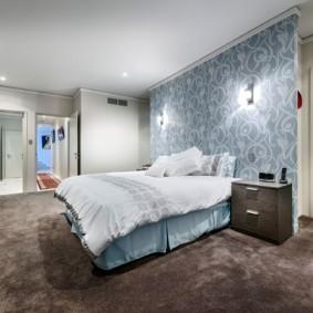 Коричневое покрытие пола спального помещения