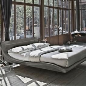 Красивая спальня с панорамными окнами