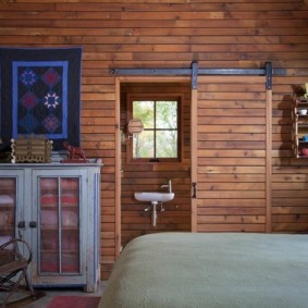 Обшивка вагонкой стен спальни