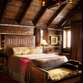Освещение спальни в мансарде загородного дома