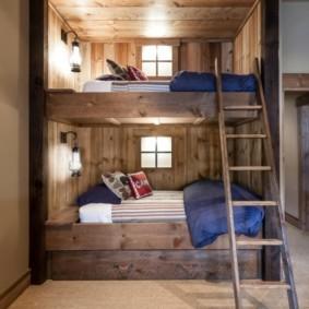 Приставная лестница на второй этаж двухъярусной кровати