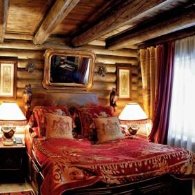 Прямоугольное зеркало на стене в спальне
