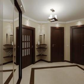 Темная полоса на светлом керамическом полу