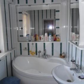 Угловая ванна белого цвета