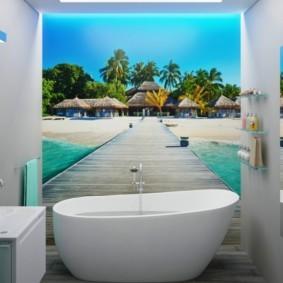 Фотообои в маленькой ванной городской квартиры