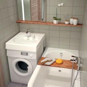 деревянная полочка на бортиках ванны