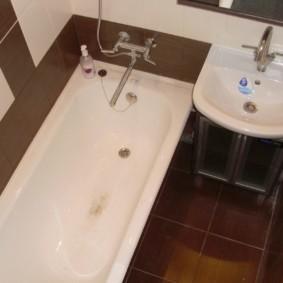 Маленькая ванная в хрущевке кирпичного дома