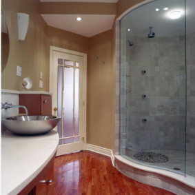 Паркетный пол в ванной комнате