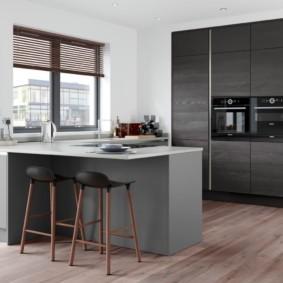 Серая мебель в интерьере кухни