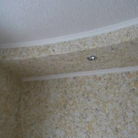 Декоративное покрытие потолка кухни жидкими обоями
