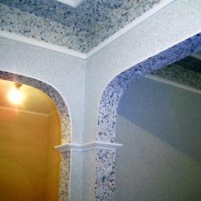 Декор арки жидкими обоями