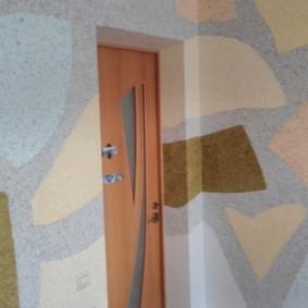 Декорирование стен жилой комнаты жидкими обоями