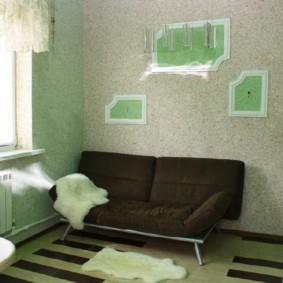Раскладной диван в просторной кухне