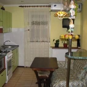 Диванчик в интерьере кухни панельного дома