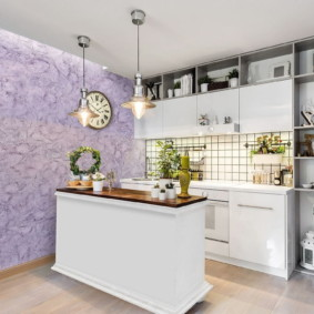 Линейная кухня с островом в современном стиле