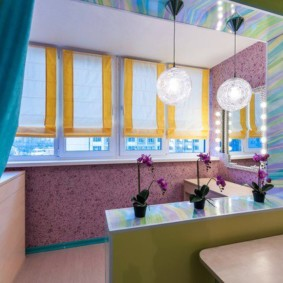 Интерьер кухни с присоединенным балконом