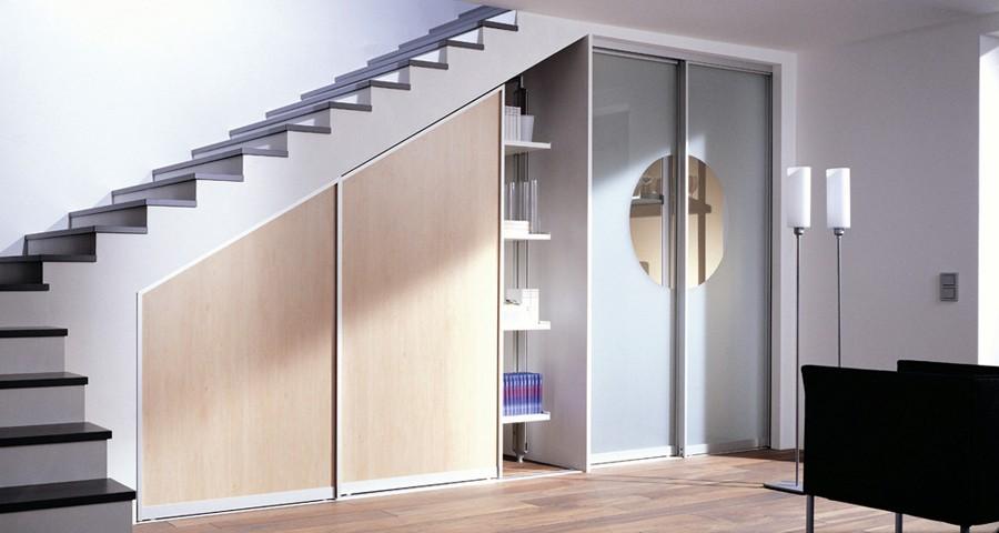 гардеробная под лестницей декор фото