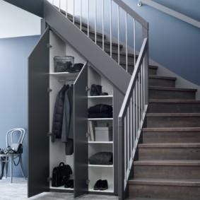 гардеробная под лестницей дизайн