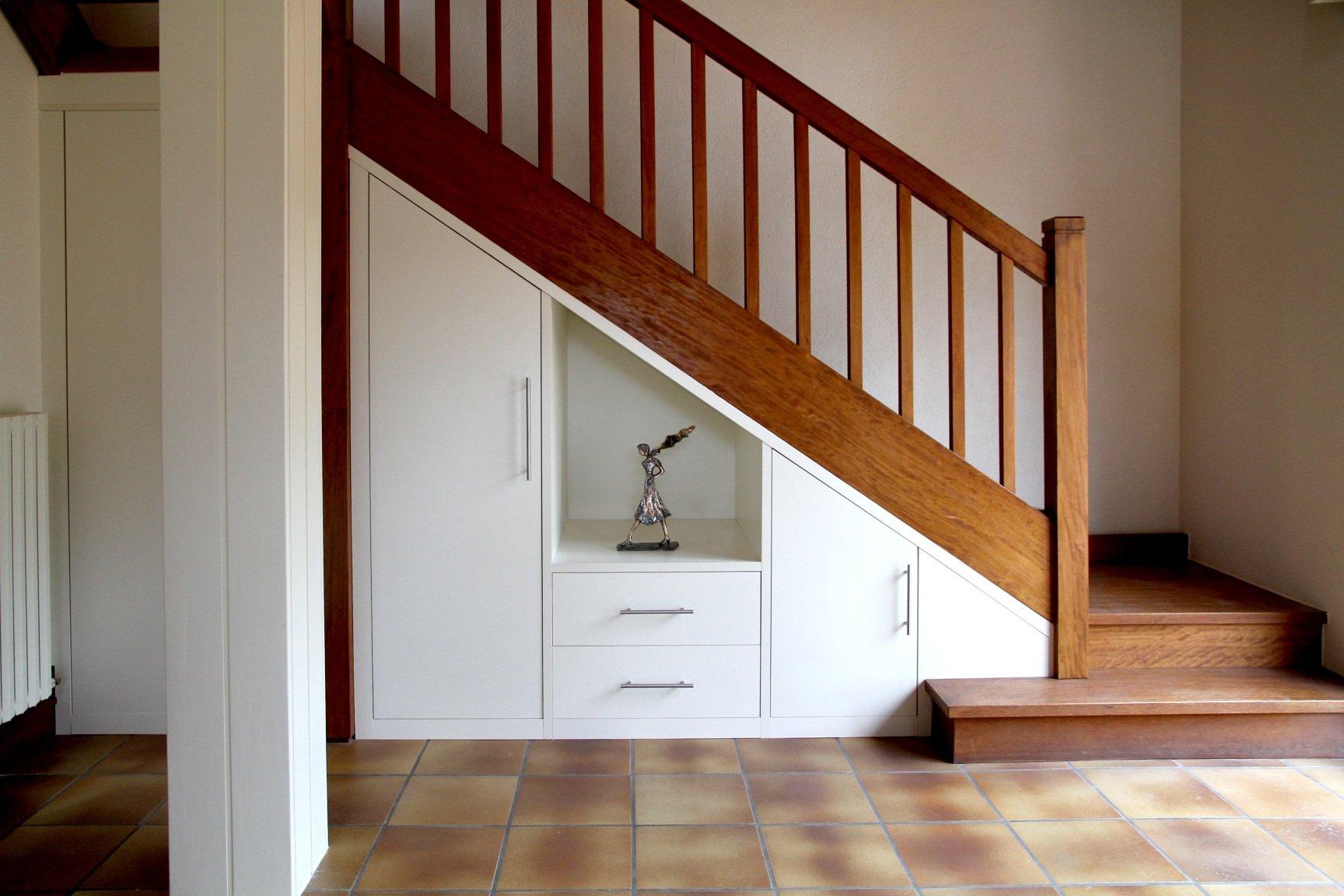 Шкаф под лестницей дизайн фото