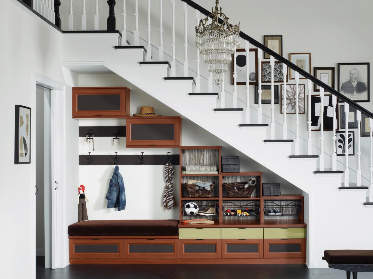 гардеробная под лестницей фото оформление