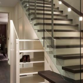 гардеробная под лестницей фото оформления