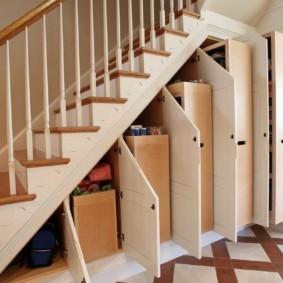 гардеробная под лестницей оформление