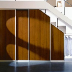 гардеробная под лестницей декор