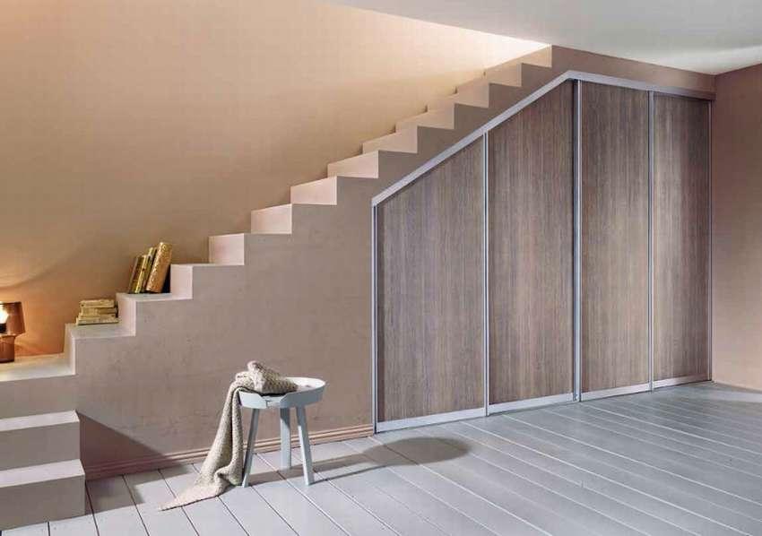гардеробная под лестницей декор идеи