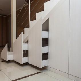 гардеробная под лестницей фото