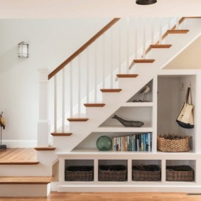 гардеробная под лестницей фото дизайна