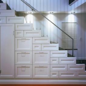 гардеробная под лестницей фото идеи