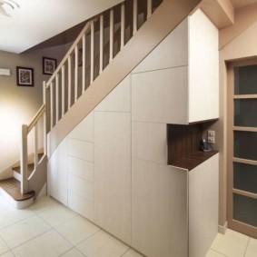 гардеробная под лестницей идеи декор