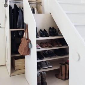 гардеробная под лестницей идеи дизайна