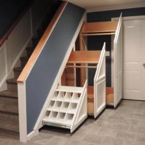 гардеробная под лестницей идеи интерьера