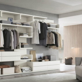 открытая гардеробная в спальне