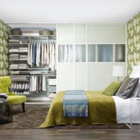 белая гардеробная в спальне