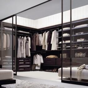 гардеробная в спальне черная