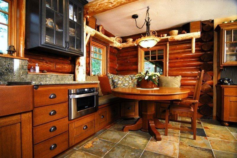 Обеденный стол на прочной ножке в кухне стиля кантри