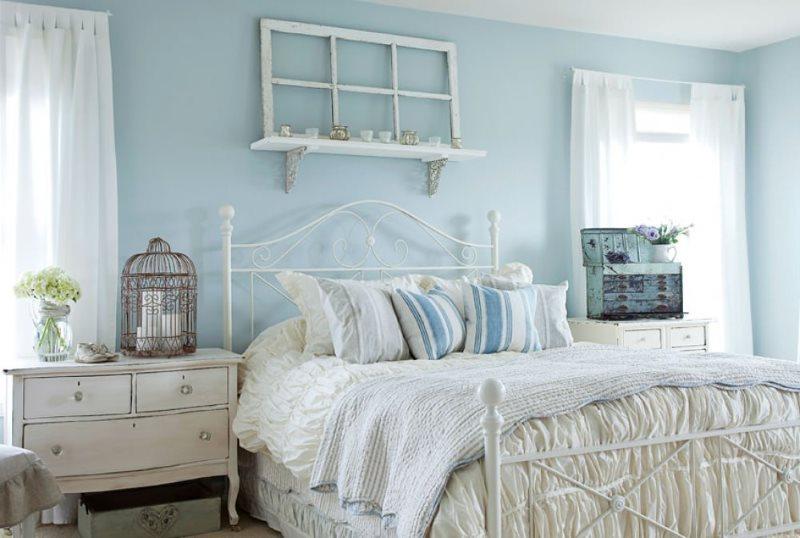 Голубые стены спальни в стиле прованс