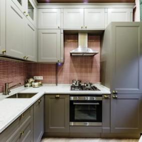 Встроенный холодильник в кухне 12 кв метров