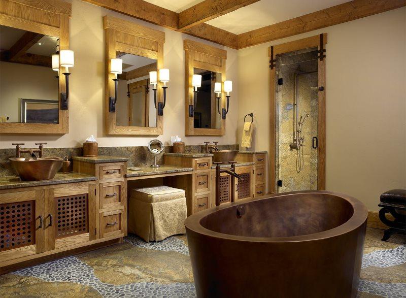 Каменная сантехника в ванной комнате стиля кантри