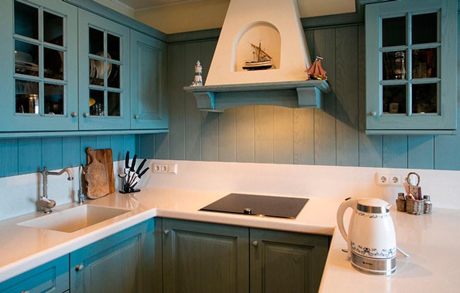 Купольная вытяжка в кухне под старину